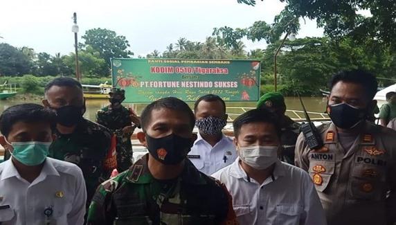 Ringankan Beban Warga, Kodim 0510/Trs Bersama PT. Fortune Nestindo Sukses Berikan 500 Paket Sembako