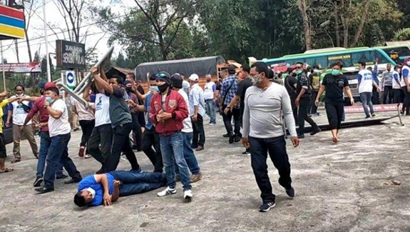 Kericuhan Berdarah Partai Demokrat Versus KLB Di Medan