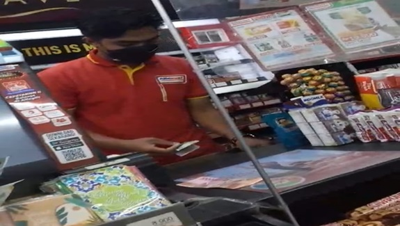 Alfa Mart  , Desa Lebak Wangi Rt 06 Rw 02 Kecamatan Sepatan Timur,Kabupaten Tangerang Buka 24 jam, di Mana  Satgas Covid 19 ?