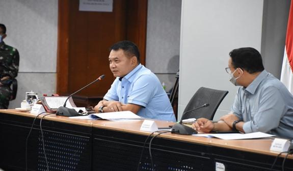 Pangdam Jaya Mayjen TNI Dudung Abdurachman, S.E., M.M (kiri) memberikan paparan