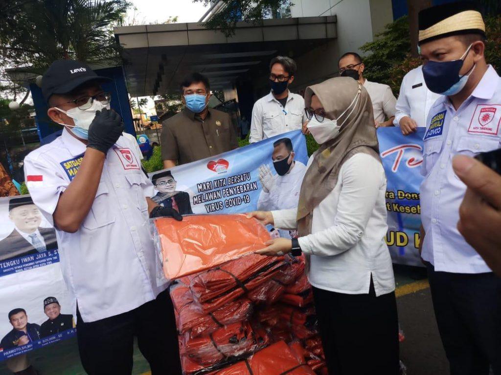 Satgasda Covid-19 DPRD Kota Tangerang Berikan Bantuan Kantong