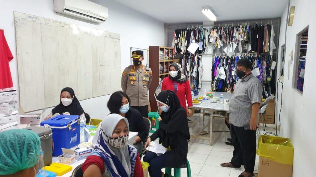 Kapolresta Tangerang Tinjau Kegiatan Vaksinasi 1.000 Orang di PT. Inwoo Bitung Jaya