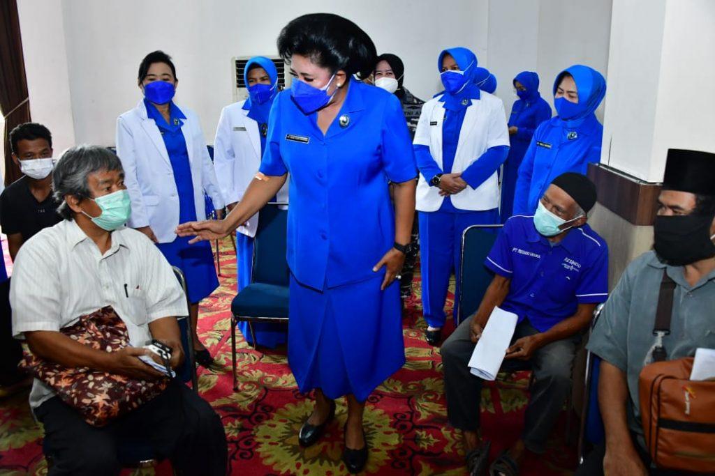 Peringati Hari Jadinya, Jalasenastri TNI AL Gelar Baksos Serbuan Vaksin