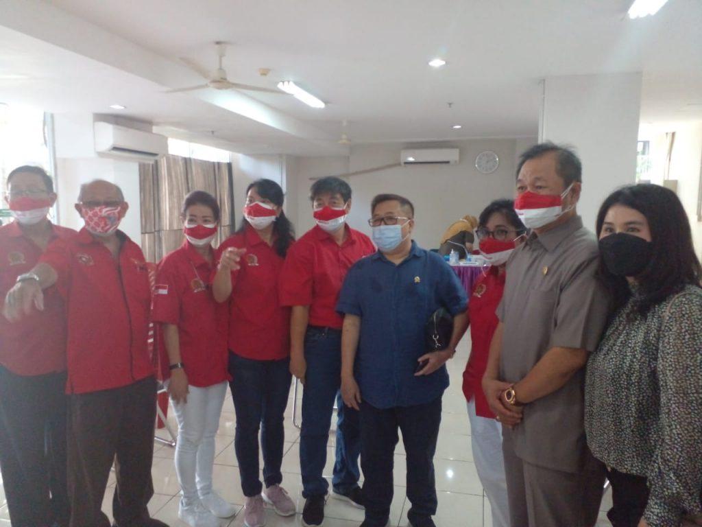 YRKB Bersama Darmadi Durianto dan Gani Suwondo lakukan vaksin masal di Green Bay Pluit Penjaringan