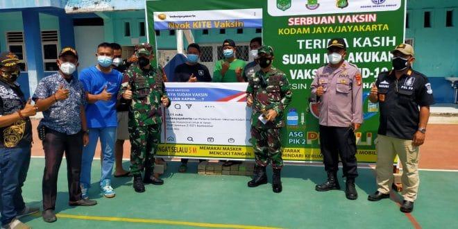 Danrem 052/Wkr Tinjau Vaksin Dan Bagikan Beras di Teluknaga