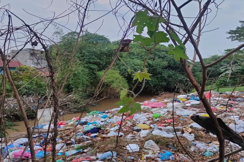 Sungai Babura Ikon Medan Tercemar Limbah Sampah