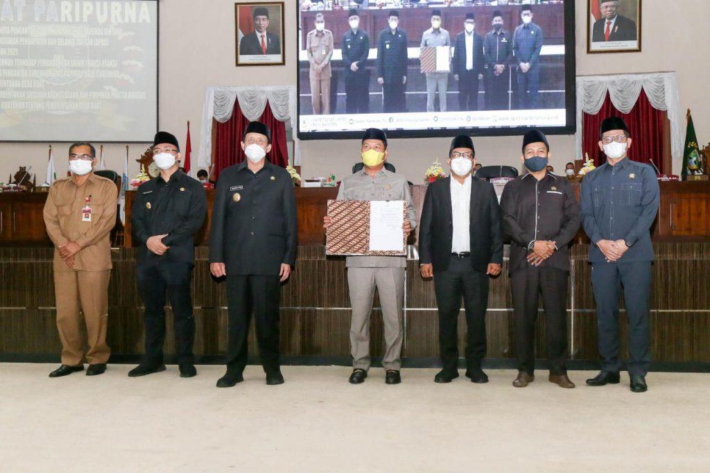 Penyerahan Gubernur Banten RAPERDA Perubahan Anggaran APBD